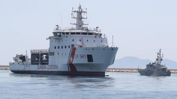 Nave Dicotti al porto di Trapani. Caso Diciotti: Mattarella in pressing su Conte.